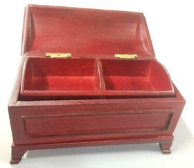 Trunk with Insert Mahogany (83W x 47D x 48Hmm closed)
